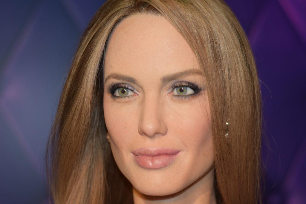 Reparem na perfeição do rosto de Angelina Jolie. Esta foi a estátua que mais gostamos