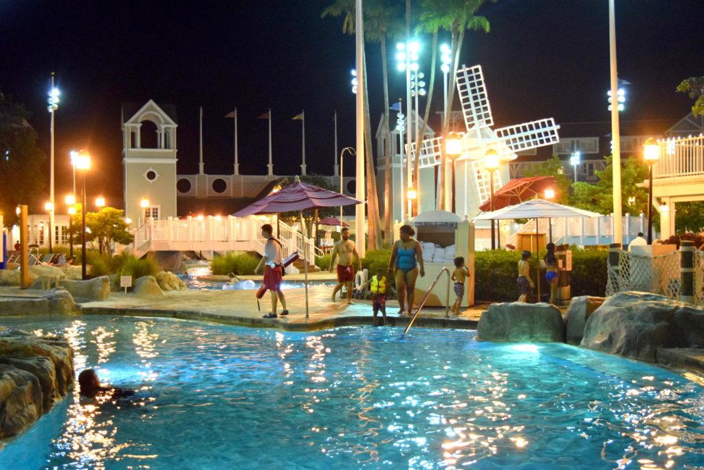 Piscina do Beach Club Resort - a sorveteria fica atrás dela.