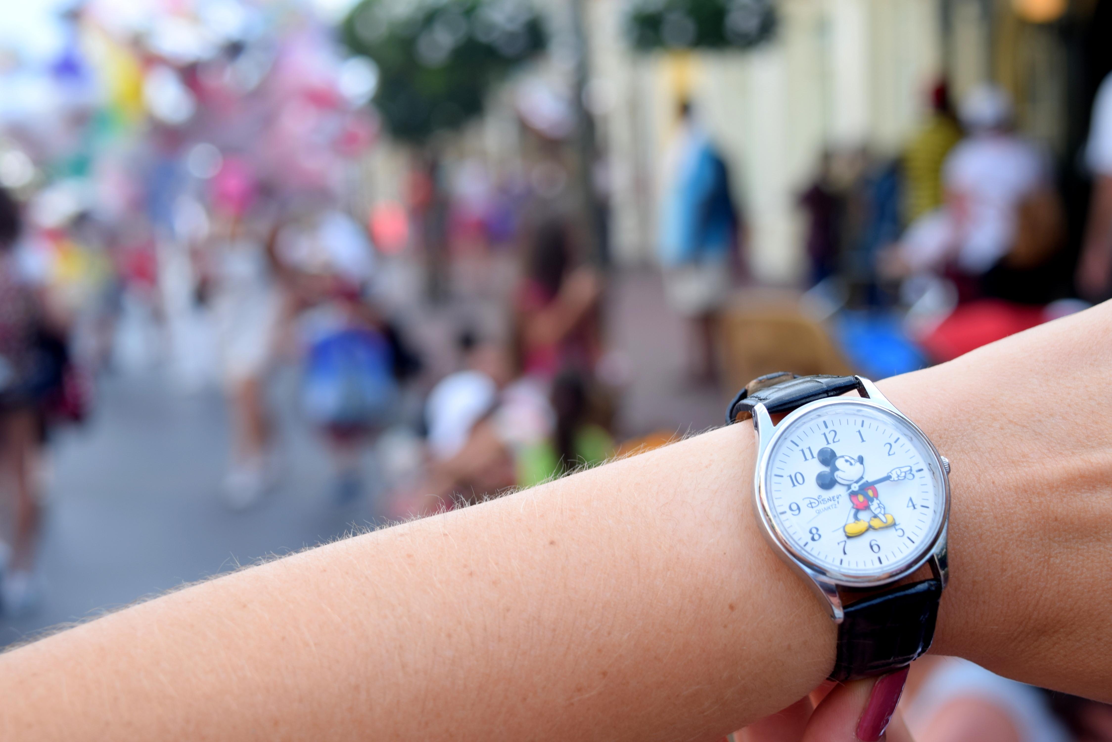 Relógio do Mickey que ganhei de presente - viu como é fácil me dar presente? Você encontra ele facilmente em todas as lojas Disney