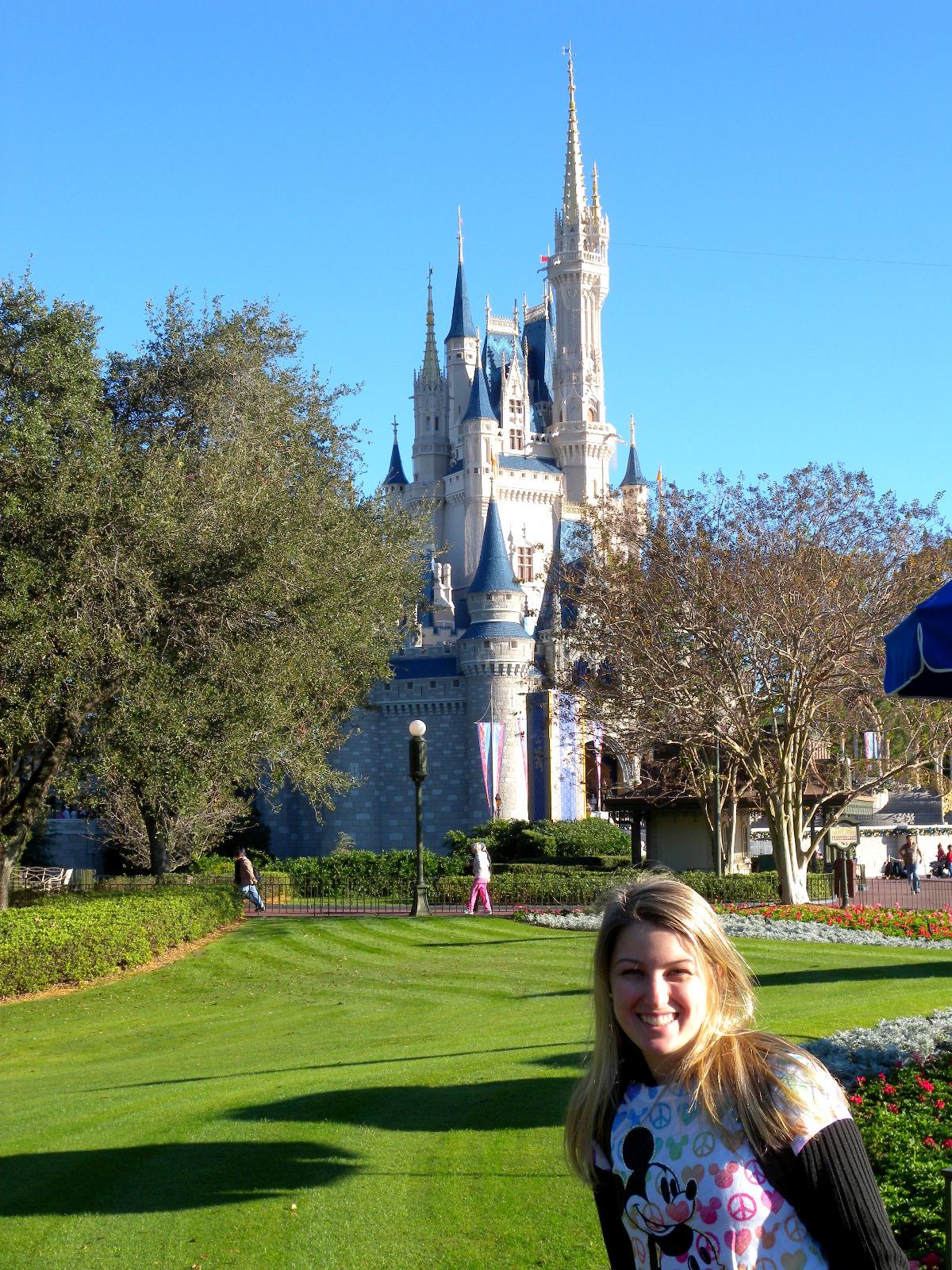 Blusa Mickey Paz e Amor comprada na loja World of Disney