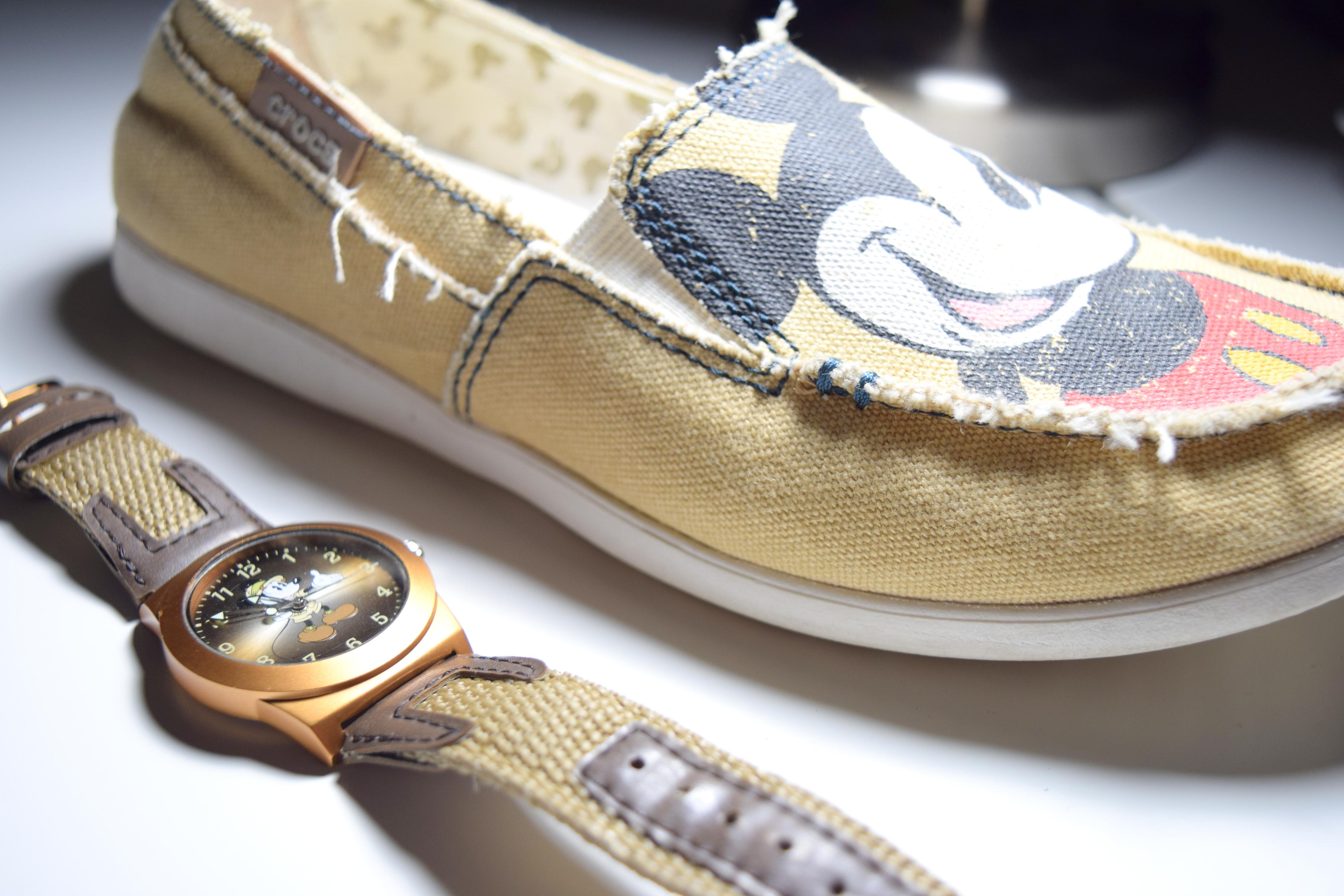 Sapatênis da Crocs comprado na World of Disney e relógio Mickey safári comprado no Animal Kingdom