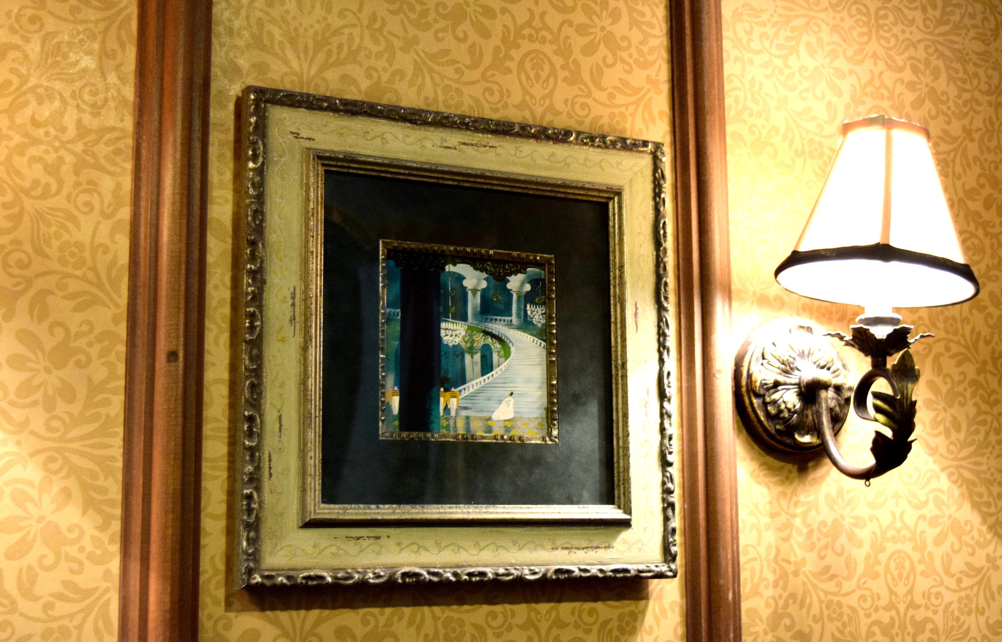 Detalhe na parede do provador. Bem Cinderela, não é mesmo? :)