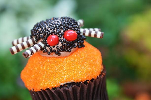 mnsshp-main-street-bakery-spider-cupcake