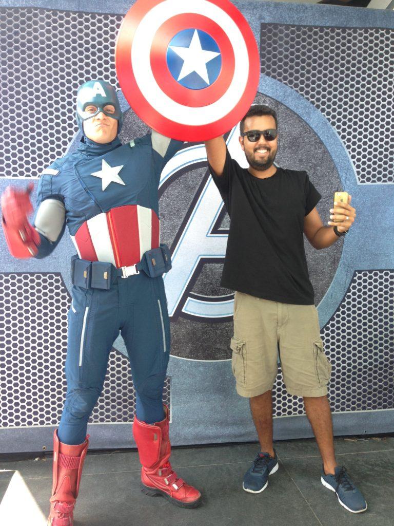 Capitão América no parque Disneyland na Califórnia