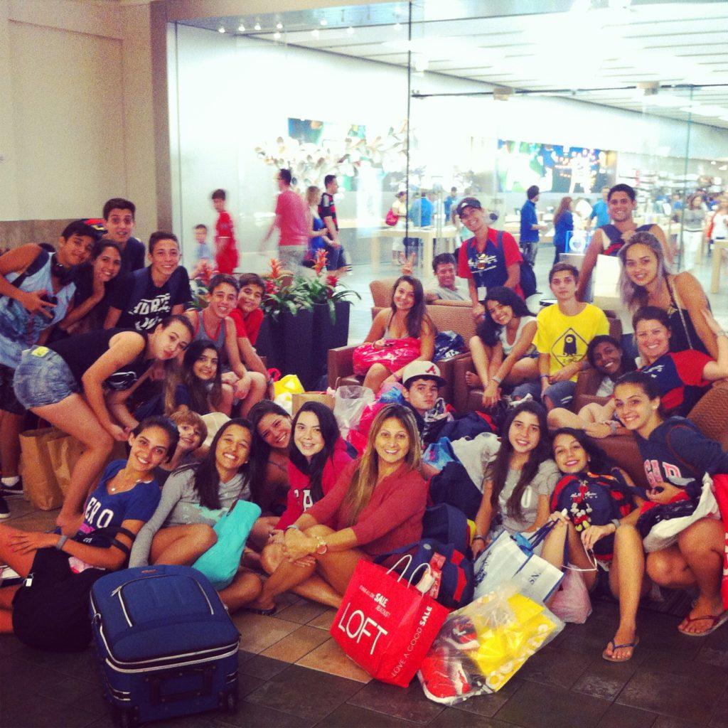 """""""Grupinho"""" de 40 adolescentes em Julho de 2014. Seguuuura essa, tia Rebeca!"""