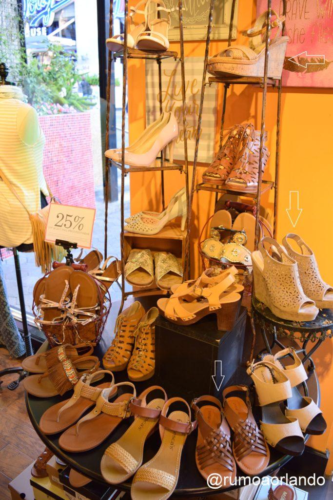 Estes três que estão com seta branca, são alguns dos que eu compraria nesta loja. A sandália rasteira, por exemplo, ficaria estilosa com uma saia comprida.