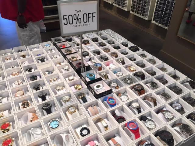 Além desta parte da loja, há os relógios com preços normais, que se igualam  aos encontrados no Florida Mall, porém, esta área de SALE vale muito a  pena, ... 30be1f055b
