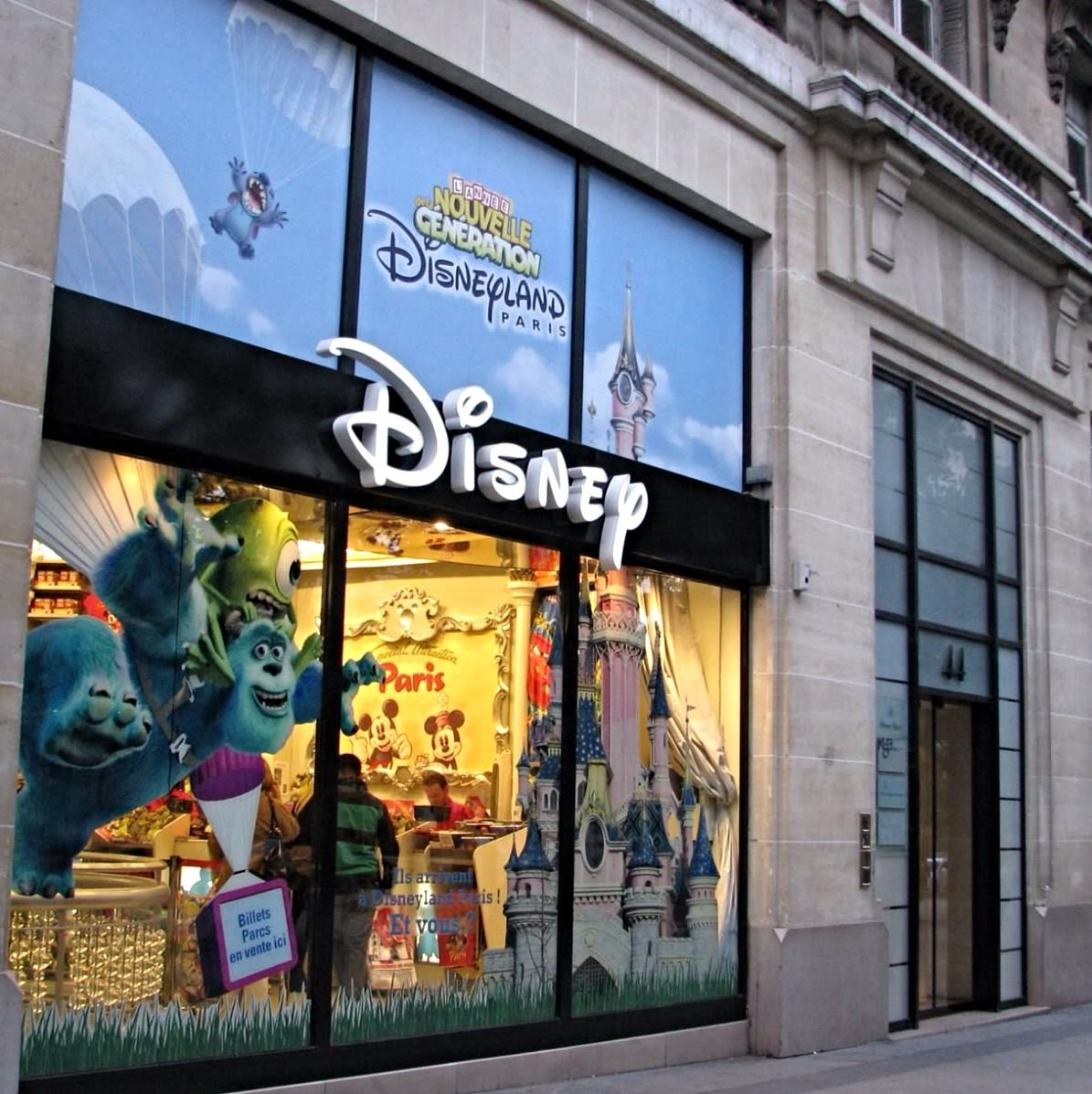 fechamento das lojas disney store